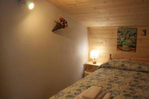 A bed or beds in a room at Albergo Diffuso Faller