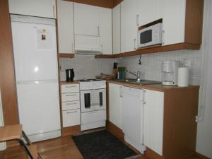 Majoituspaikan Huoneistohotelli Nallisuites keittiö tai keittotila