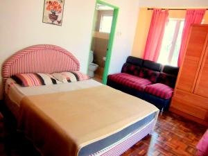 Säng eller sängar i ett rum på JC Apartment Sunshine Bay Resort Port Dickson