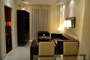A seating area at San Pablo Suites