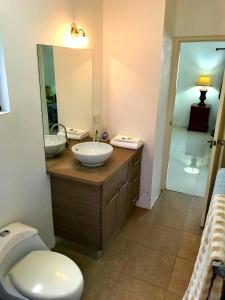 A bathroom at Aruba Dream House