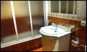 Un baño de Apartamentos Arquillo