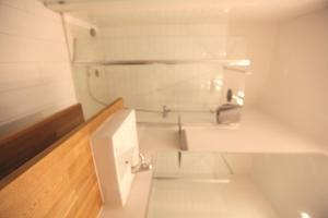 Ein Badezimmer in der Unterkunft Central apartment with private patio