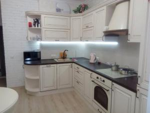 A kitchen or kitchenette at Apartment near water park
