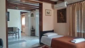 Ένα ή περισσότερα κρεβάτια σε δωμάτιο στο Olive Grove Rooms