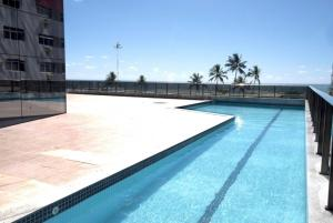 The swimming pool at or close to Flat na Praia de Boa viagem
