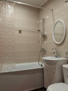 A bathroom at Apartments Sukhumskie