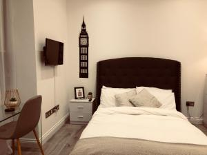A bed or beds in a room at City studios london