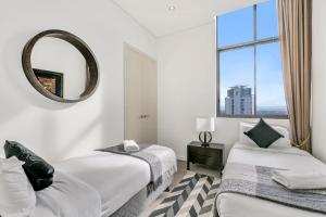 A bed or beds in a room at Solaire, 4 Bedroom Penthouse - We Accommodate
