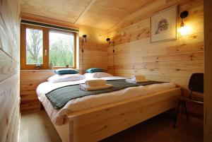 A bed or beds in a room at Freelodge - City & Nature
