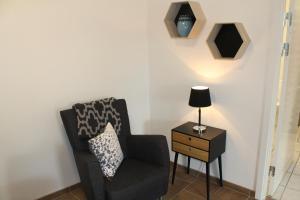 Een zitgedeelte bij Odense Apartments