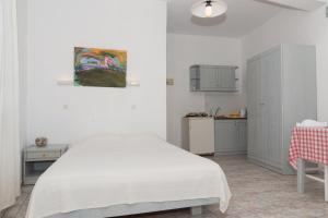 A bed or beds in a room at Captain Manos Studio Apartments
