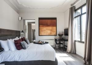 A bed or beds in a room at Casagrand Luxury Suites