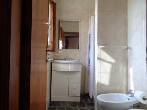 A bathroom at Sossego