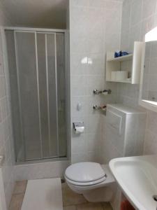 A bathroom at Haus Bergland