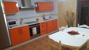 A kitchen or kitchenette at Alojamientos A Pedra