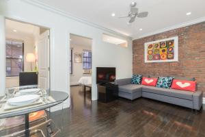 A seating area at Midtown West 2 Bedroom Apartment