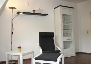 "A seating area at Ferienwohnung ""Am Stadtpark"""