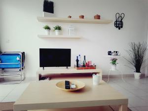 Een TV en/of entertainmentcenter bij Apartamentos La Florida