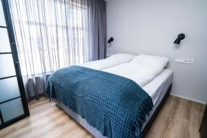 A bed or beds in a room at Keflavik Luxury Apartments