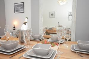 A restaurant or other place to eat at York Boutique House-3 Bedroom spacious & stylish property
