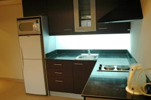 A kitchen or kitchenette at SantonaResidence