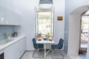 A kitchen or kitchenette at Apartment CATIVLA