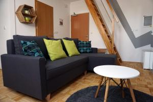 A seating area at Krona Apartments