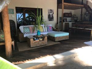 Coin salon dans l'établissement El Nido Beachfront Villa