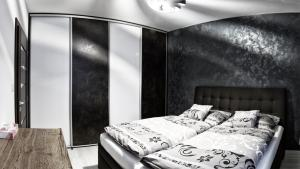 A bed or beds in a room at Apartment Centrum Exclusive