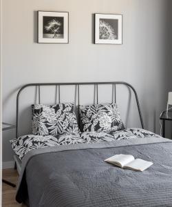 Łóżko lub łóżka w pokoju w obiekcie Luxury Kościuszki near Wawel And River