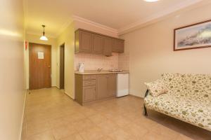 A kitchen or kitchenette at Club Amaris Apartment