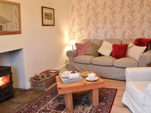 A seating area at Overbutton Cottage
