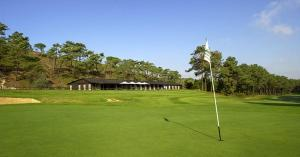 Golf facilities at the apartment or nearby