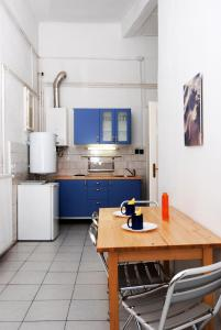 A kitchen or kitchenette at Apartments Opera
