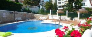 The swimming pool at or close to Frente al mar
