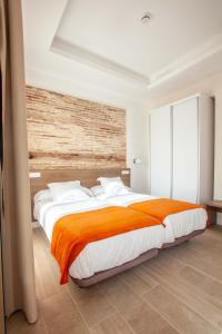 A bed or beds in a room at Apartamentos Maier