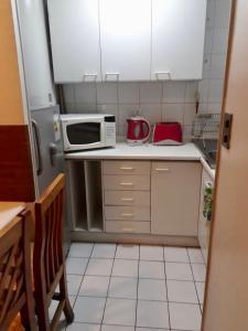 Una cocina o zona de cocina en Departamento Amoblado Vitacura, Dpto 704