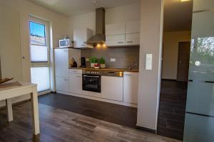Küche/Küchenzeile in der Unterkunft Ferienwohnung Dorfbrunnen