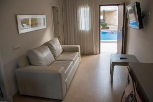 A seating area at Aparthotel Novo Sancti Petri