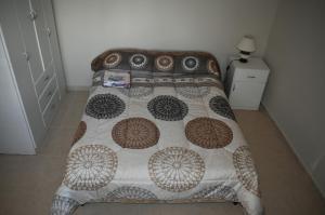 Una cama o camas en una habitación de Departamento Mendoza Ayacucho