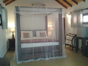 A bed or beds in a room at Villa Nilaveli