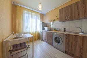 A kitchen or kitchenette at Lux-Apartments 2-y Spasonalivkovskiy