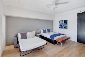 Cama ou camas em um quarto em Regents Court Sydney