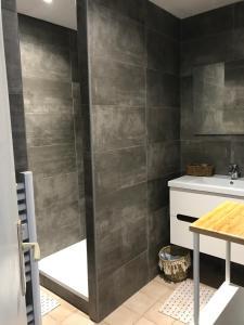 Ein Badezimmer in der Unterkunft Le Domaine Vermeil