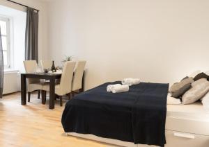 Una cama o camas en una habitación de Viennese Prater Residence