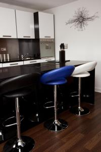 A kitchen or kitchenette at The Spires Glasgow