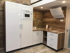A kitchen or kitchenette at Sweet Home St. Basilica1