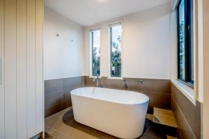 A bathroom at The Sebel Creswick Forest Resort
