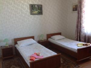 Кровать или кровати в номере Skromnoe obayanie SSSR